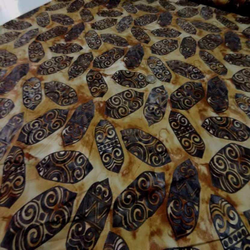 Coupon de batik motif masque africain ton beige marron 1 60m3