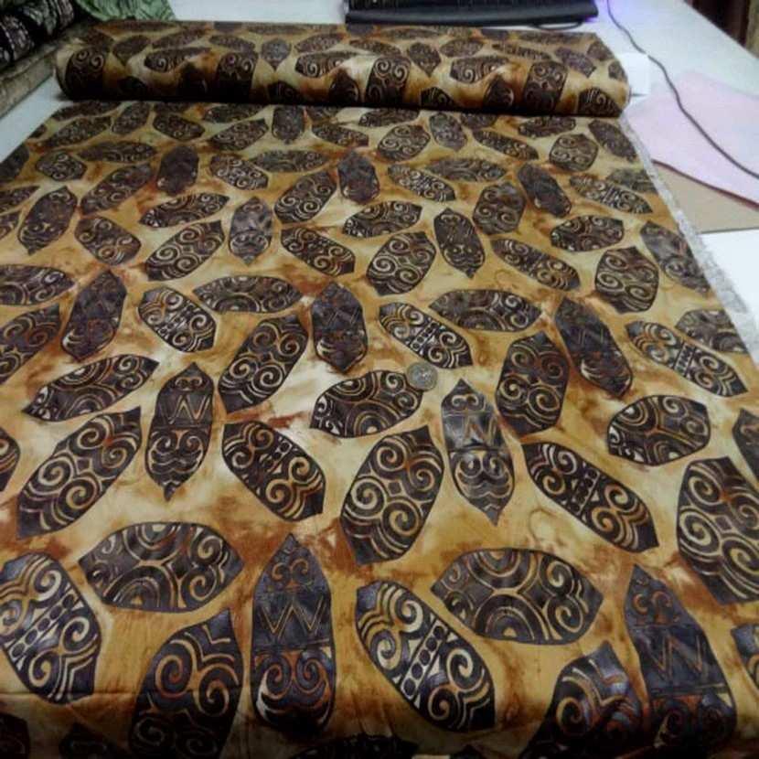 Coupon de batik motif masque africain ton beige marron 1 60m8