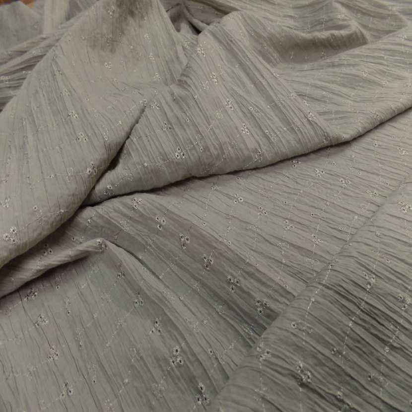 Coupon de coton plisse broderie anglaise vert tilleul 1 20m4