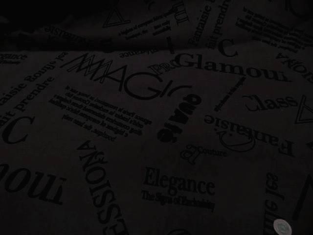 Coupon de gabardine coton lycra marron cafe flokes ecriture aspect velours noir