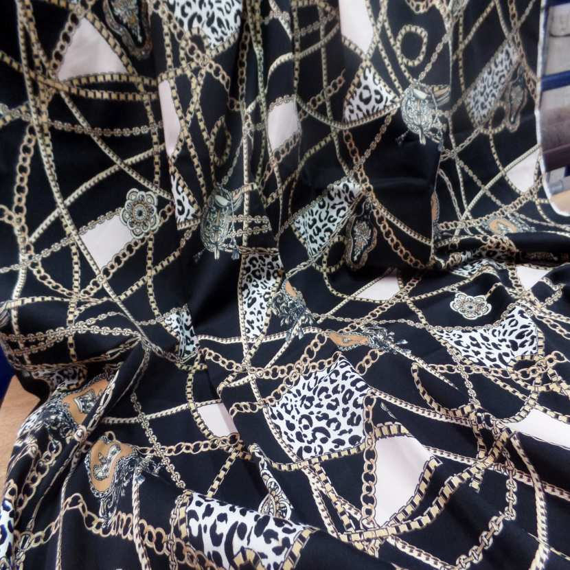 Coupon de gabardine coton lycra noire imprime dore 1 80m