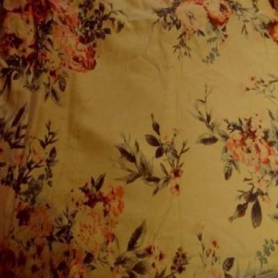 Coupon de gabardine coton lycra ocre imprime fleuri 1 80m