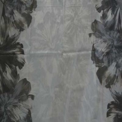 Coupon de lin blanc imprime gris beige et taupe 1 80m
