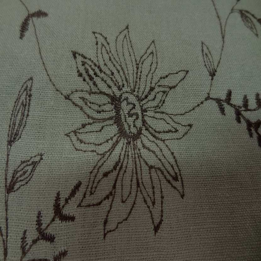 Coupon de lin kaki a motifs brodes 1m8