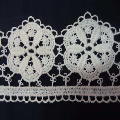 Coupon de macrame blanc casse motifs grosse fleurs en 10cm 2 60m