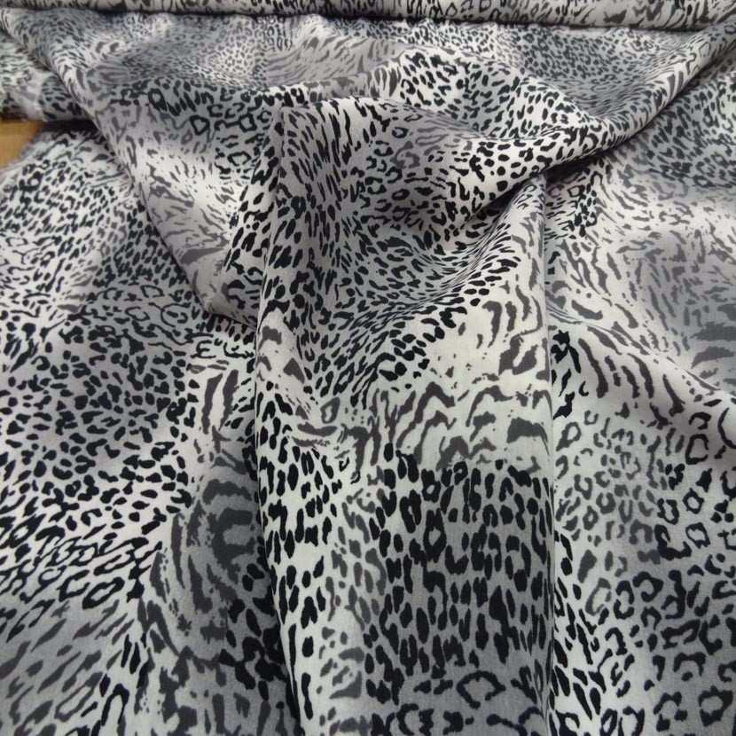 Coupon de microfibre imprime style leopard gris noir 1 70m