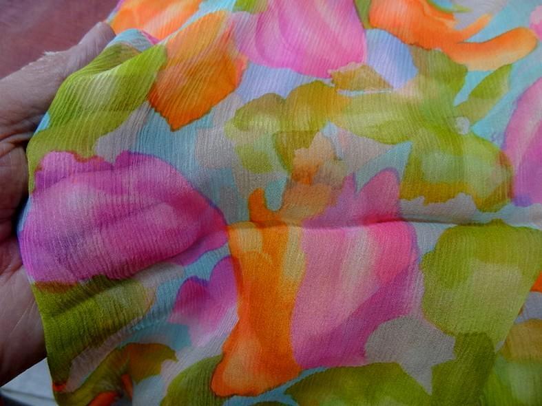 Coupon de mousseline de soie imprimee ton bleu orange rose vert 2