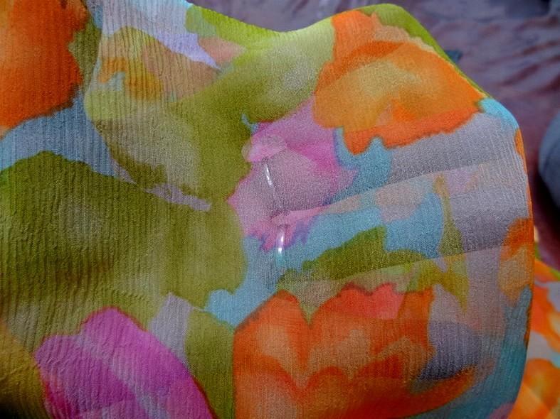 Coupon de mousseline de soie imprimee ton bleu orange rose vert1