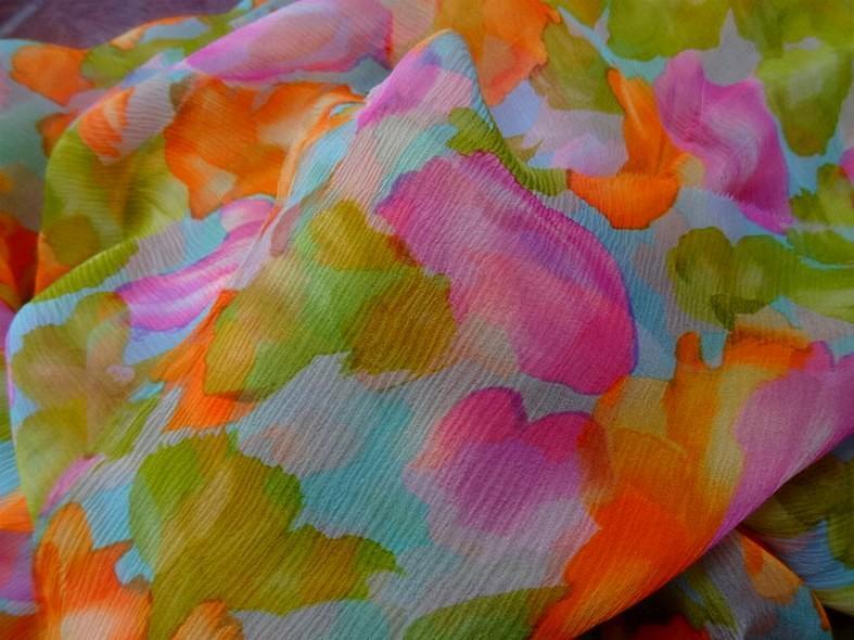 Coupon de mousseline de soie imprimee ton bleu orange rose vert3