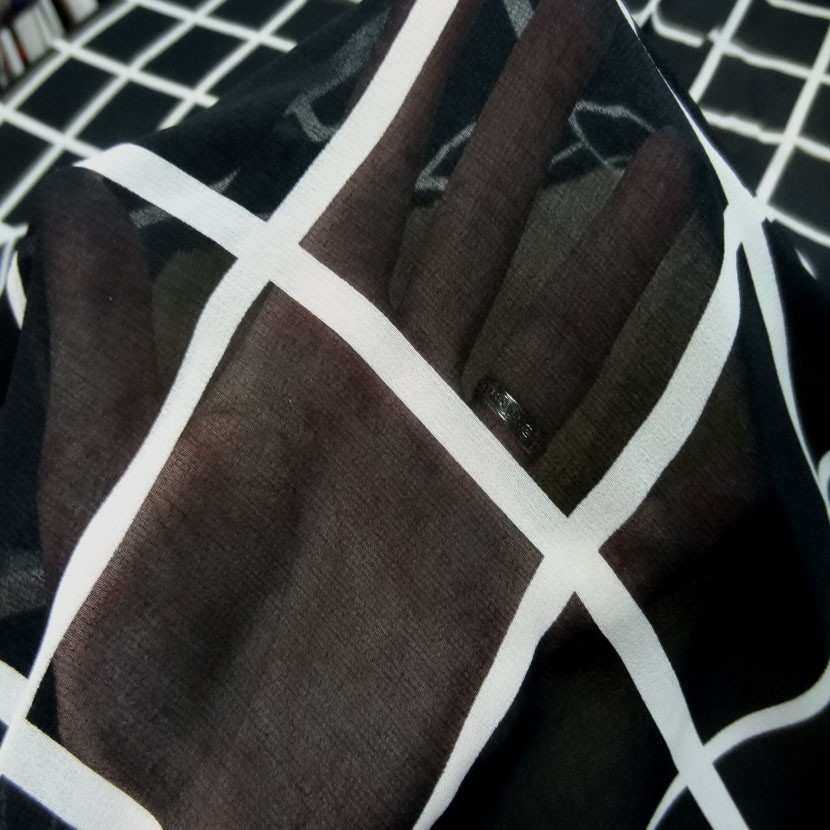Coupon de mousseline noire a carreaux blanc 1 60m3