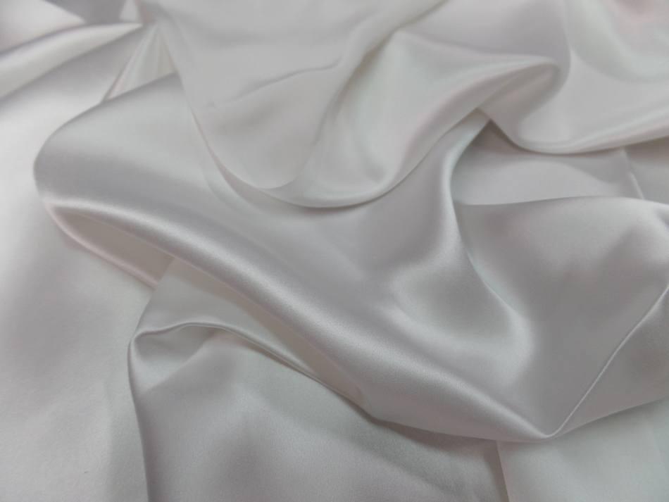 Coupon de satin de soie blanc 0 90m2