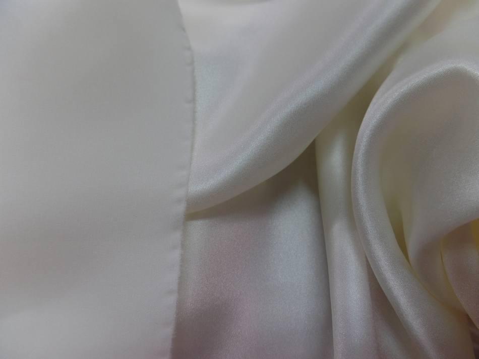 Coupon de satin de soie blanc 0 90m9