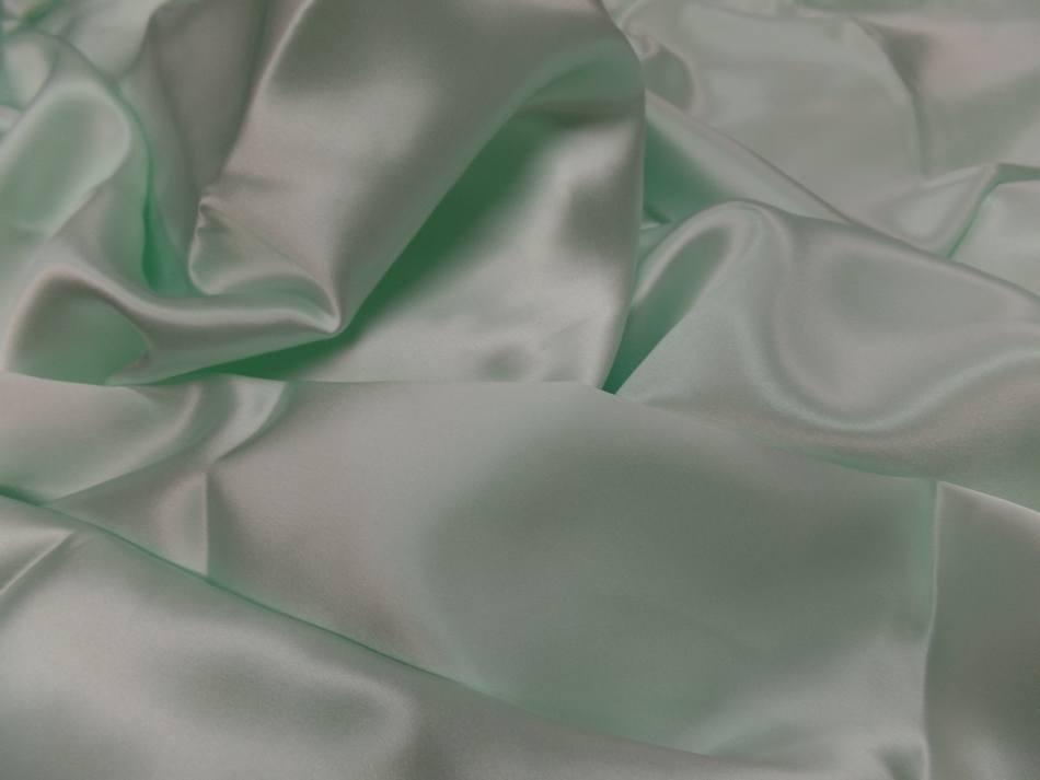 Coupon de satin de soie vert clair reflets blanc en ligne