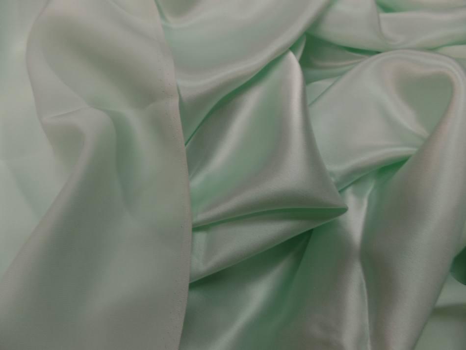 Coupon de satin de soie vert clair reflets blanc pas cher