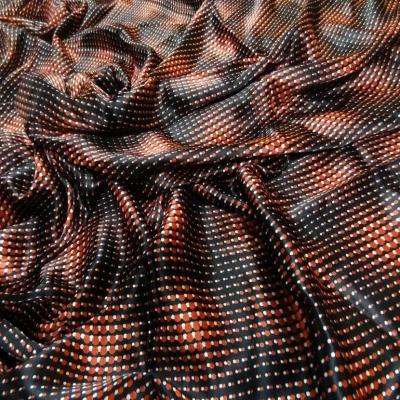 Coupon de satin viscose noir imprime rouge 1 40m