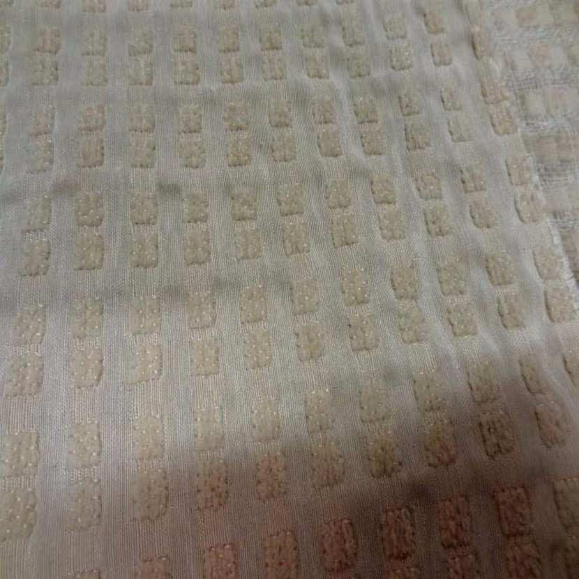 Coupon de soie faconne beige clair 2 90m4
