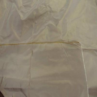 Coupon de taffetas tisse fils jaune dore et blanc 1 10m7