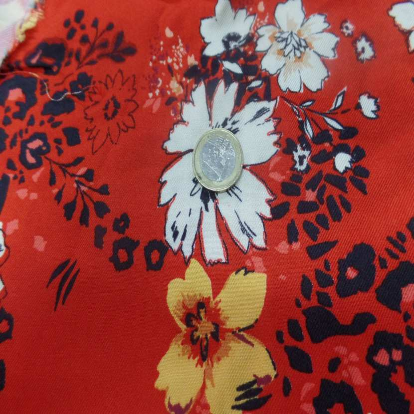 Coupon de viscose rouge imprime fleurs noir blanc et jaune safran 2 20m
