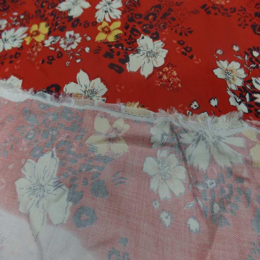 Coupon de viscose rouge imprime fleurs noir blanc et jaune safran 2 20m7