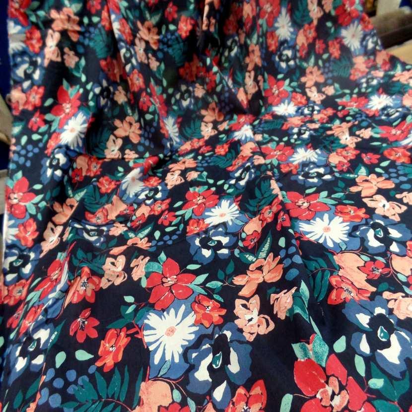 Coupon de voile coton bleu nuit imprime fleurs 1 70m
