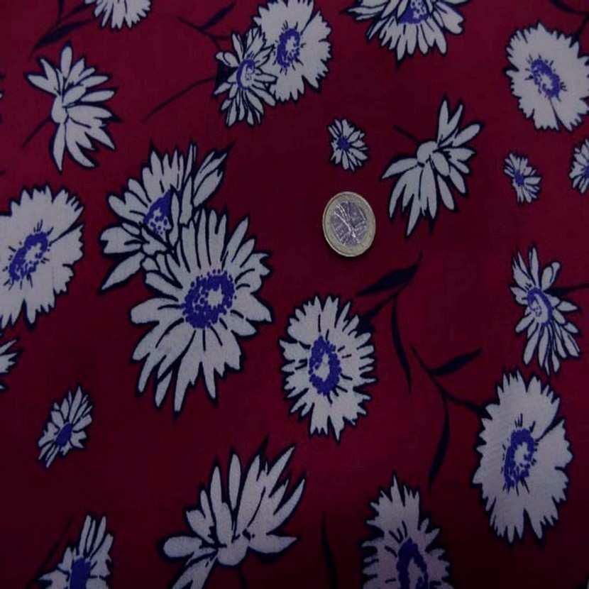 Crepe bordeaux a fleurs blanche1