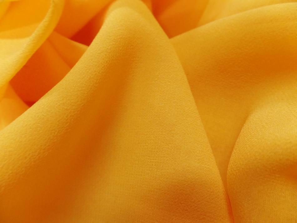 Crepe de soie tres fin ton jaune soleil