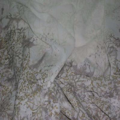 Crepon imprime blanc casse 1 40 m de large