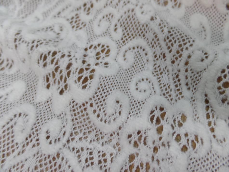 dentelle de laine mélangé blanc cassé en 1.50m de large