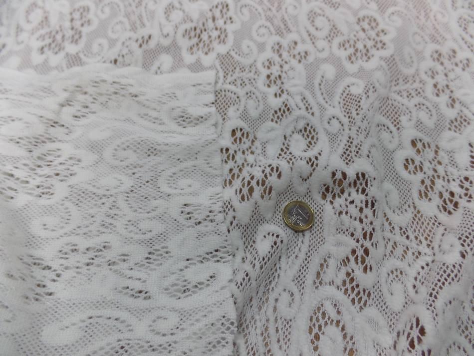 tissu dentelle de laine mélangé blanc cassé sur Marseille