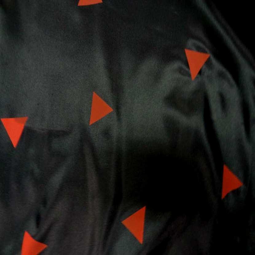 Doublure noire imprime triangle rouge7