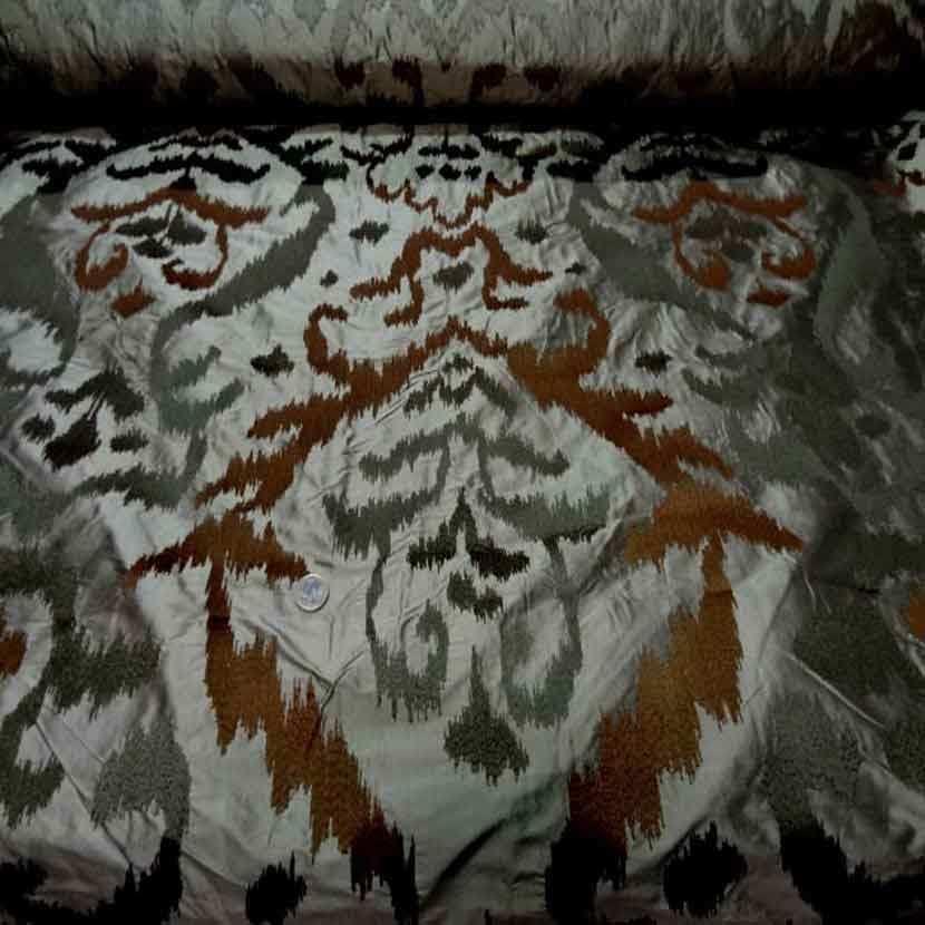 Dupions de soie 100 kaki a motifs sur brode