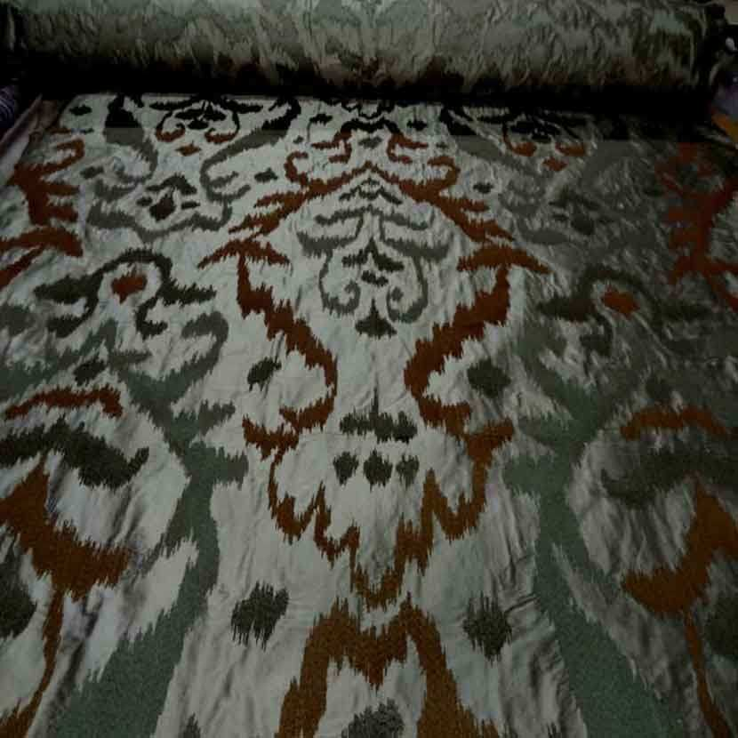 Dupions de soie 100 kaki a motifs sur brode7