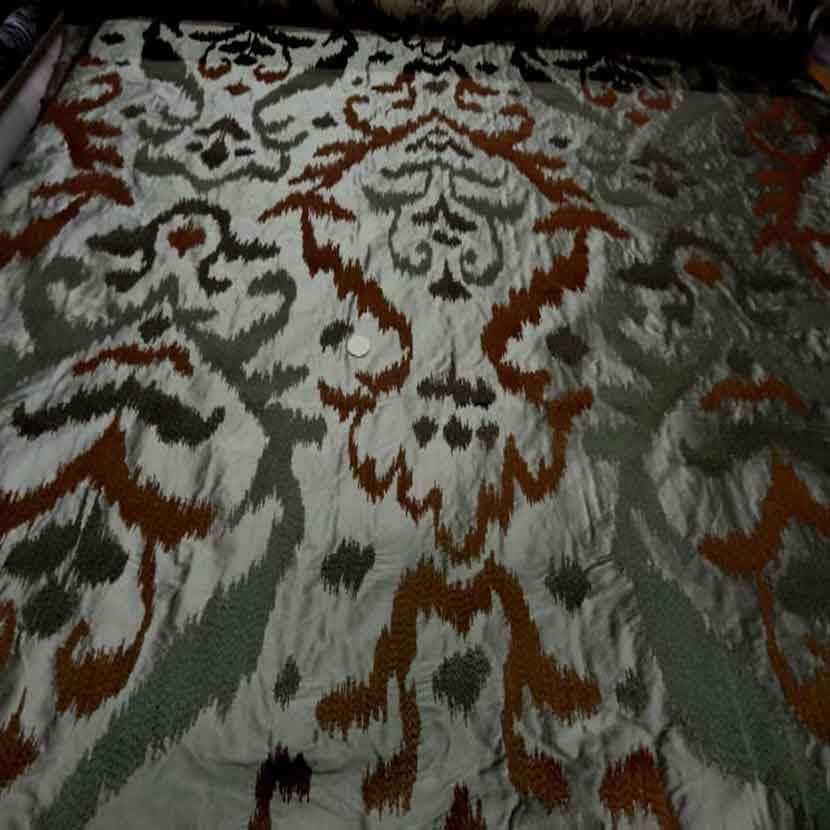 Dupions de soie 100 kaki a motifs sur brode9