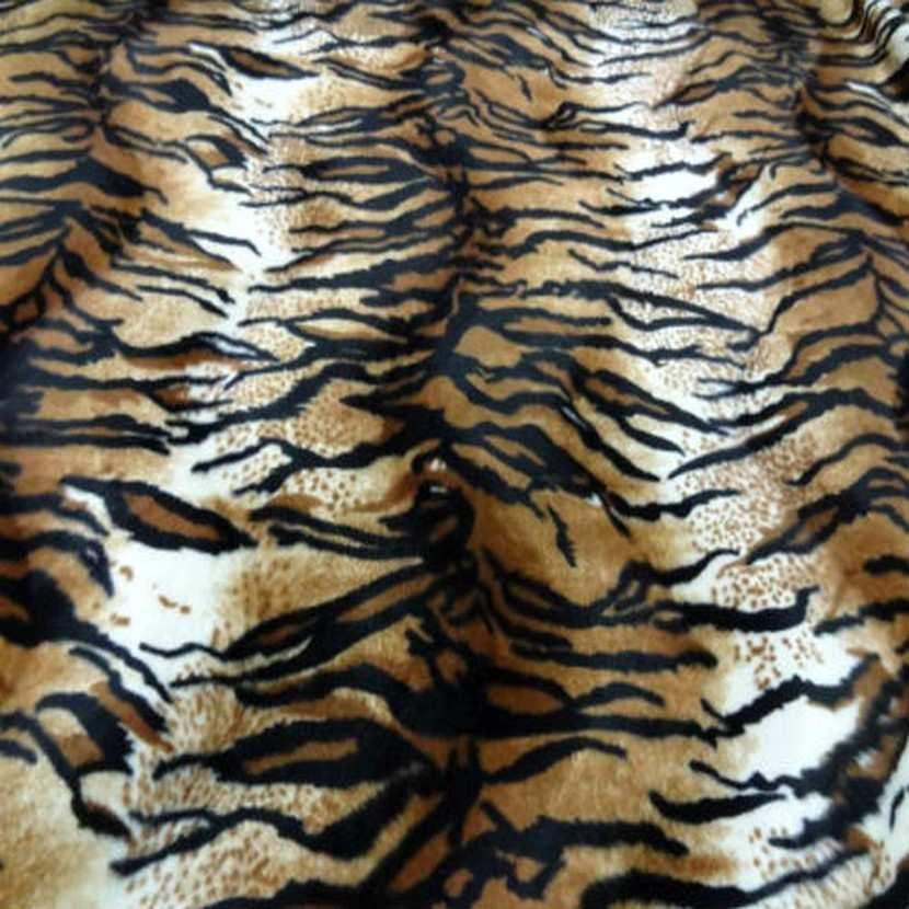 Fausse fourrure a poil ras imprime tigre5