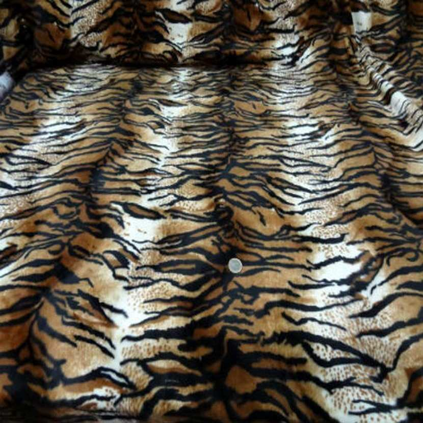 Fausse fourrure a poil ras imprime tigre7