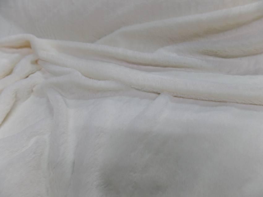 Fausse fourrure blanche a poils ras6