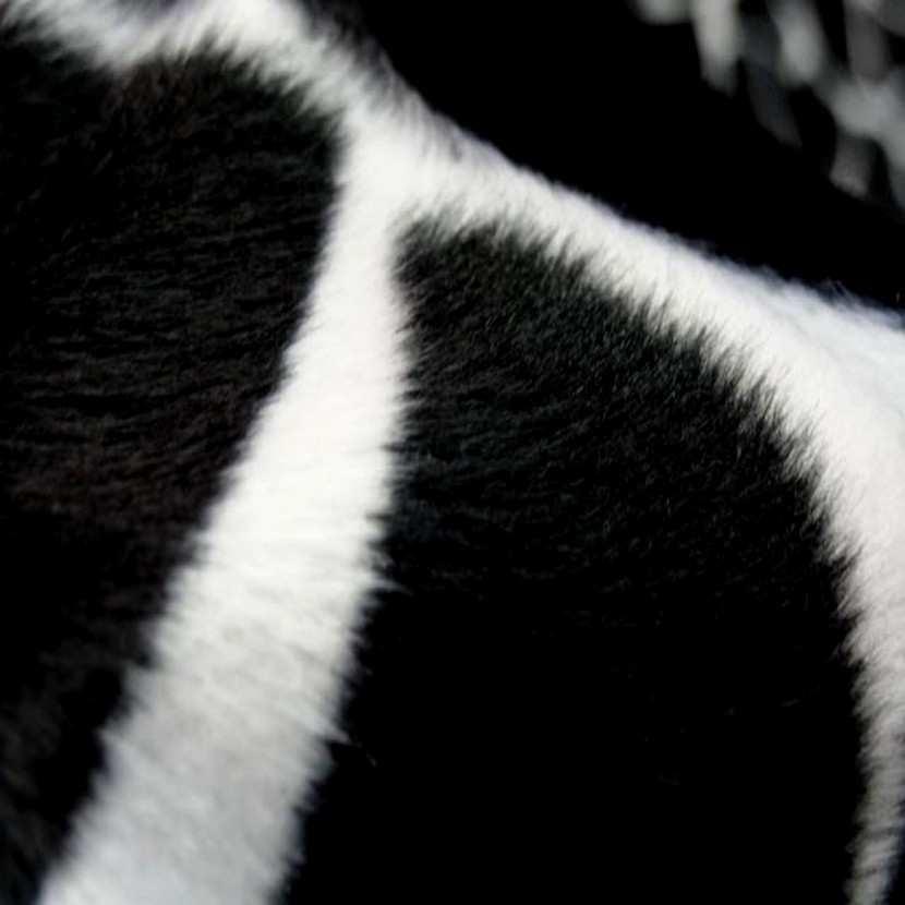 Fausse fourrure girafe noir blanc4