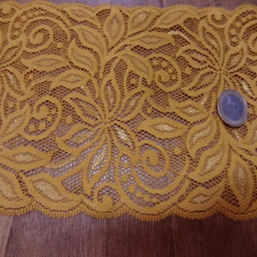 Galon de dentelle jaune safran en 15 cm
