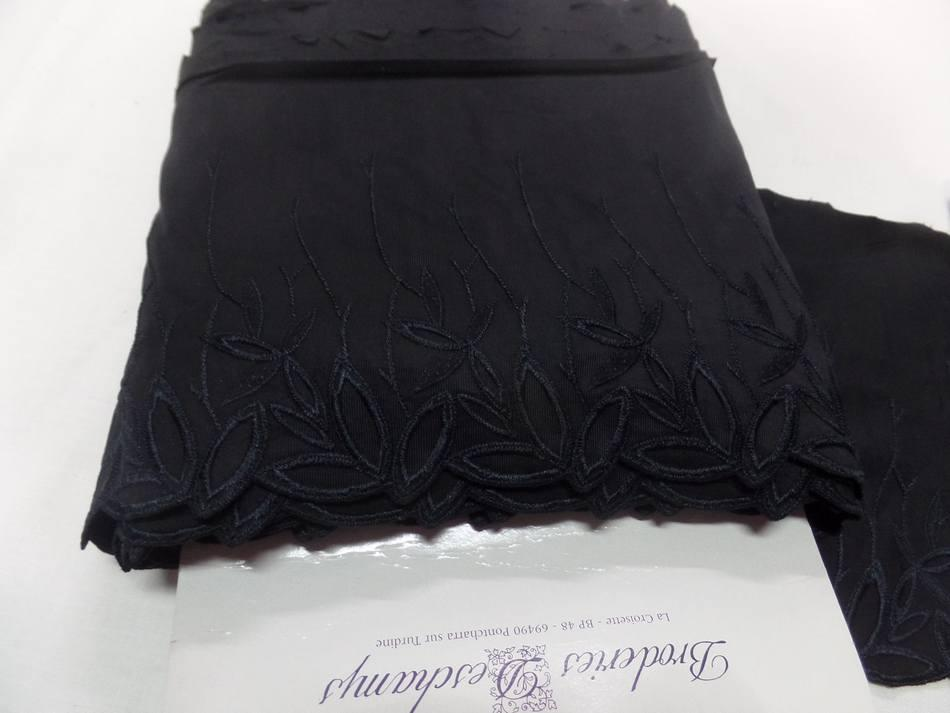 galon de jersey polyester brodé noir en 19cm pas cher