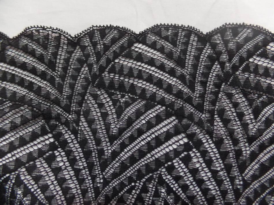 galon de résille façonné noire en 23 cm
