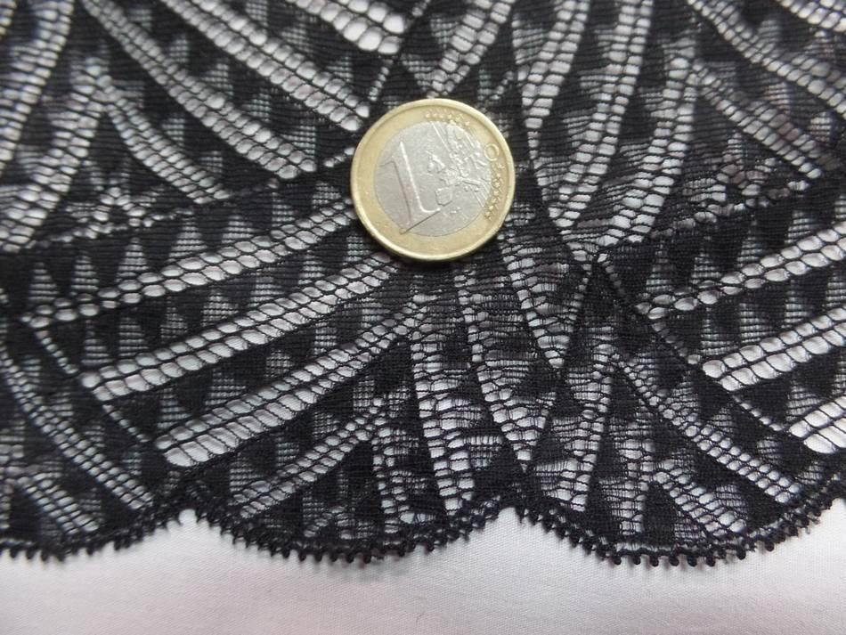 galon de résille façonné noire pas cher en 23 cm