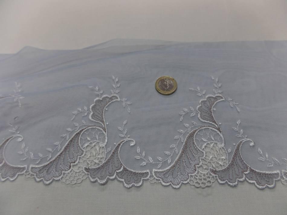 galon de résille grise brodé ton blanc et taupe en 17cm en ligne