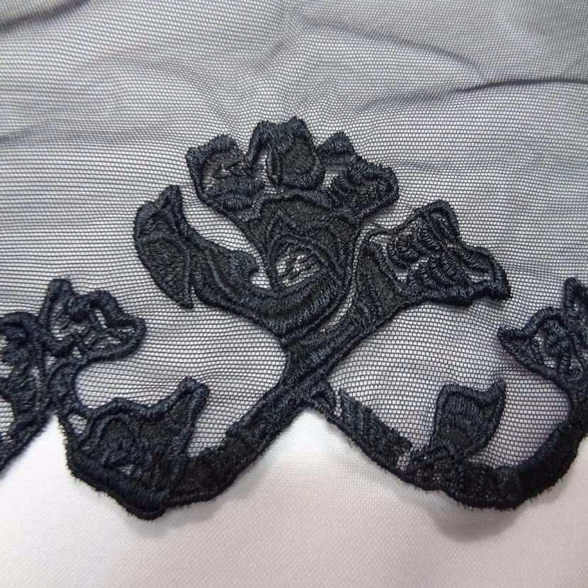 Galon de resille noire brode festonne des 2 cotes en 25cm0