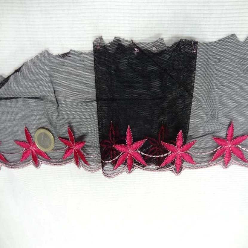 Galon de resille noire brode rose8