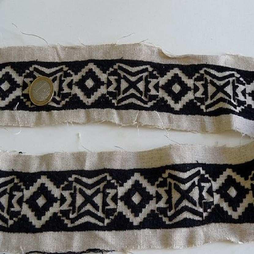 Galon en lin ton naturel et noir motifs ethnique4