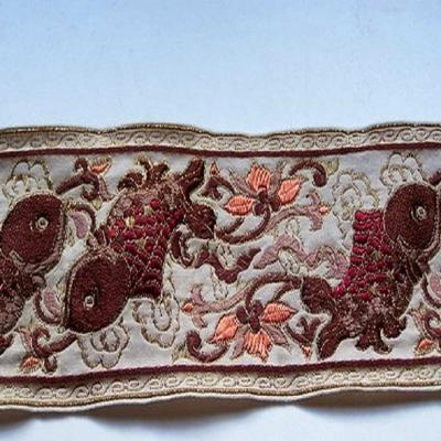 Galon type ancienne motifs carpe avec des fils de soie ecrue bordeaux2