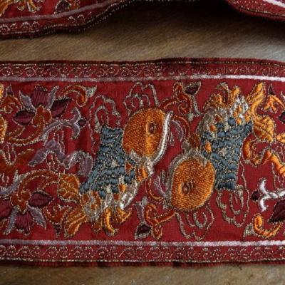 Galon type ancienne motifs carpe avec des fils de soie fil lame or
