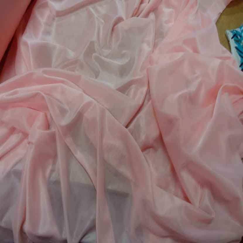 Jersey polyester rose clair legerement transparent