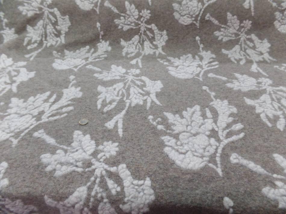 Lainage laine bouillie beige a motifs façonné blanc cassé
