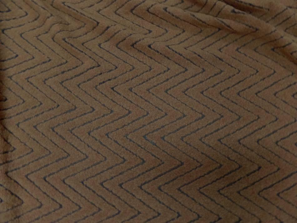 lainage dévoré sur résille motifs chevron ton marron